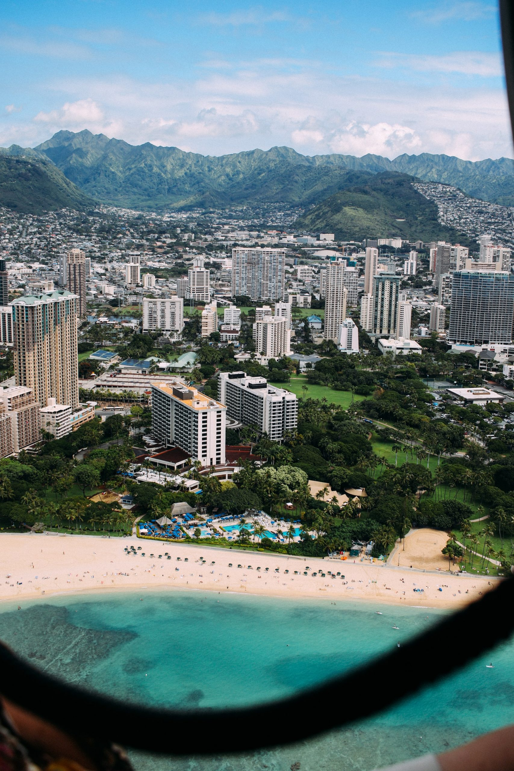 A view of the turquoise beach in Waikiki